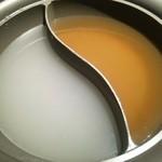 41990117 - (ランチスタンダードベジタブル)しゃぶしゃぶスープ(かつおだし、鶏ガラ)