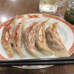 タイガー軒 - タイガー軒名物・大餃子5個580円。 茹でと焼きが選べます。 今回は焼きで。