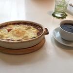 ギーモカフェ - 私は季節野菜の焼きカレー(950円)とコーヒー(200円)