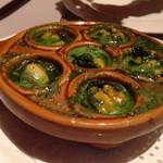 41994418 - 前菜2品目の、ムール貝の土鍋焼き。残りのソースは、バゲットに染み込ませていただきます。