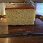 松華堂菓子店 - 気のナイフ(フォーク?)は特徴的ですが、少し切りづらい…。