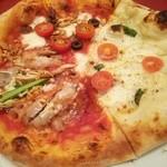 ポルティチェッロ - トリプルピッツァ(アンチョビトマト、トマトとバジル、照焼きチキン)