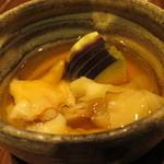 喜の字 - 自家製ガリと貝と水茄子の土佐酢かけ