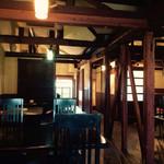 Spoonful cafe - どこかレトロで落ち着いた雰囲気の店内(2F)