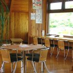 ココ・カピウ - 明るくてとてもすてきな店内2F席です