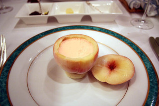 エルミタージュ ドゥ タムラ - 桃の冷たいスープ。ふたを開けた状態