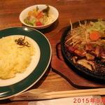 オフロード - 日替わり鉄板焼きランチ(鶏のもも肉ステーキ) ¥800(税込)