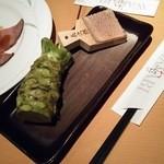 42002753 - 名物冷製ローストビーフ¥1100に付く極太本山葵(H27.9.12撮影)