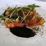 ワインビストロ・プリュム - 金目鯛、ムール貝、海老、空芯菜、牛蒡、イカスミ・キャビアソース、