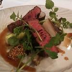 ワインビストロ・プリュム - A4ランクの牛肉、シイタケ、キヌカツギ、アスパラ、チコリ・・・。