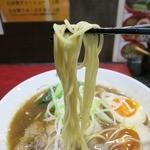古武士 - 麺は丸ストレートでポキッと食感。