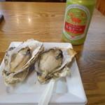 沖野水産 - 焼き牡蠣2個 400円宮島ビール 450円