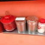 福龍軒 - ニンニク粉、胡椒、紅生姜、塩の調味料