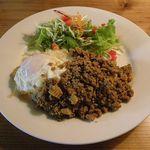 ミースク - 豚挽肉のバジル炒めご飯のせ