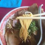 豚菜館 - 中細ストレート麺 カタ麺で