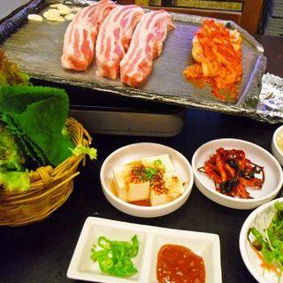 本格韓国料理を味わおう。