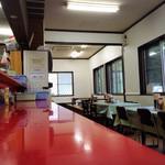 ラーメンショップ - カウンター、テーブル、小上がりの席が有ります