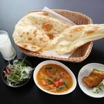 Curry Dining MoMo - 料理写真:インド・ネパールカレー ディナーAセット
