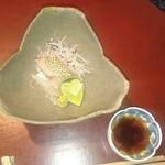 季のかおり - お刺身  鯛の上には珍しい山芋の花があしらってありました。