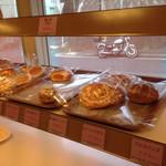 ドンバル堂 - 美味しいパンの向こうに やっぱり かちゅこ と ちヴィこ feat.花ちゃん号が‼︎