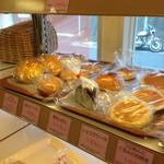 ドンバル堂 - 美味しいパンの向こうに居るのは 僕の Active Mess Balance Auto Control System号かな?