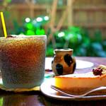 手ぬぐいカフェ 一花屋 - アイスコーヒーとチーズケーキ