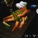 42027041 - 有頭海老のまるごと揚げ春巻き(390円/本)