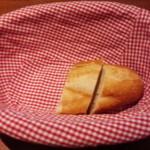 42027910 - パン。美味しいです。オリーブオイルをつけもいいです。