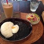 茶ノ木カフェ - 黒カレーとヘーゼルナッツチャイ