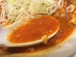 太陽のトマト麺 水道橋店 - 太陽の酸辣トマト麺、スープ