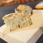 ブラッスリー コロン ウィズ ル クルーゼ - 最初のパン