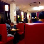 中国料理 東昇餃子楼 - 夜中25時までオープンしている点は◎。写真は23時ごろですが混んでますね。