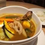 グラウンド アッシュ - チキンと野菜のスープカレー
