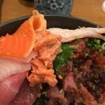のっけ家 - 海鮮丼(食べかけ)