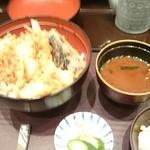 Tempurahisago - 天丼セット 赤出汁、香の物、サラダ