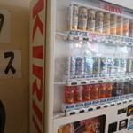 肉のオカヤマ直売所 - お酒は自販機でも買えます。