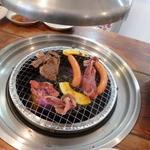 肉のオカヤマ直売所 - 焼いてます。