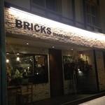 フード&ワイン ブリックス - 十勝ガーデンズホテル向かいにあります