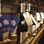 オイスター&ワイン ペスカデリア - たまたま座ってた席の近くにソムリエがいらっしゃっていて、丁寧にワインテイスティングをされてお店からお客様に提供するワインを決めていました。本格的!