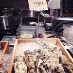オイスター&ワイン ペスカデリア - 北海道産マルエモン。こちらは、六本木店でも食べたことがあります。美味しい牡蠣です。