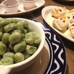 オイスター&ワイン ペスカデリア - 南仏の豆です。皮ごと食べられてほんのり後からくる甘さがとっても美味しい。
