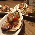 オイスター&ワイン ペスカデリア - 牡蠣とほうれん草グラタン シャンピニオンデクセルソース。焼きたてでほくほくしてて美味しかった❤︎