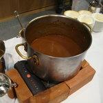 4204518 - カレーライスのルゥが入った鍋