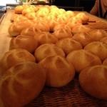 42040665 - 焼きたてのパン
