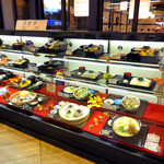 庄内庵 - 食品サンプルの並ぶショーケース(2015年9月)