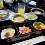 月のしずく - 和朝食はいいものです。