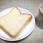 42042054 - 食パンはそのまま食べても美味しいです。