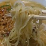 バイシャンタン - 「ミンチ味噌ラーメン」(820円)の麺
