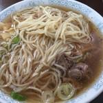 42044959 - 麺は中太ストレート。基本は柔らかい。