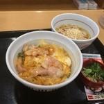 42048340 - 親子丼とうどんのセット600円